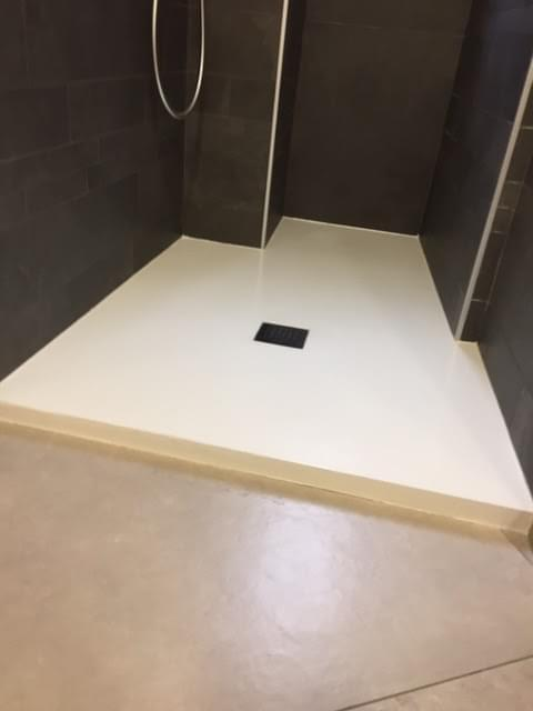 La nuova tecnologia ci permette di realizzare piatti doccia su misura e posizionarli dove vogliamo.